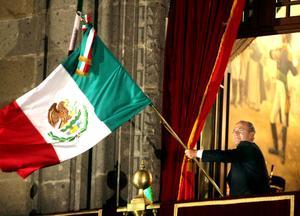 El presidente Felipe Calderón Hinojosa rindió homenaje a los héroes nacionales, con la tradicional ceremonia del Grito de Independencia, en el 202 aniversario de la gesta libertaria, en lo que fue su último Grito como mandatario.