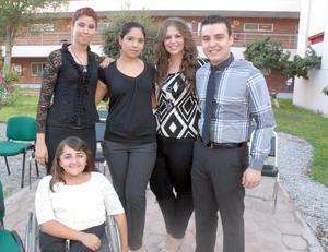 16092012 RECONOCIMIENTOS.  Mayra Rocío Orozco, Ashanti Díaz Campos, Leticia Flores, Mariano Flores y Nadia Cristina Porras.