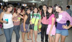 16092012 FESTEJO.  Ale, Zamira, Casandra, Paulina, Karla, Daniela y Bárbara.