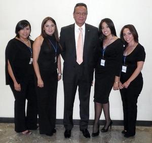 16092012 CAPACITACIóN.  Mely Cortés, Karla Chávez, Javier Contreras, Denisse Valdés y Nallely Morales, durante la inauguración de un curso de capacitación laboral.
