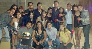 16092012 CUMPLEAñOS.  Arturo Salazar festejó su cumpleaños en compañía de sus amigos y hermanas.