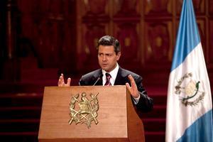 """Peña Nieto dijo, luego de encabezar con el presidente Pérez Molina una sesión conjunta de sus equipos de trabajo, que existe """"gran interés y voluntad compartida"""" para propiciar una nueva etapa de las relaciones binacionales."""