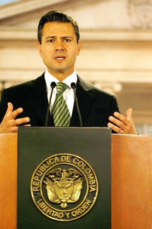 """Peña Nieto, aseguró a la prensa que, producto de los lazos que tienen México y Colombia con Centroamérica, """"buscarán mecanismos para su desarrollo y en eso es importante lo que podamos hacer""""."""