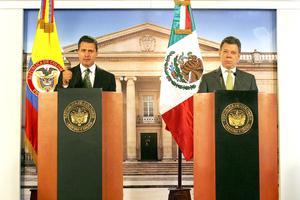 """""""Nos hemos comprometido a mantener la cooperación en ese frente (el combate al narcotráfico y el crimen trasnacional) y fortalecerla para ser más efectivos"""", dijo Santos."""