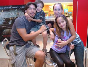 21092012 DANIEL,  Bernardett, Danek y Danna.