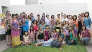 21092012 FIESTA DE CANASTILLA.  Rocío Díaz de León Hernández rodeada de las asistentes a su celebración.