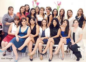22092012 LA FUTURA  novia con familiares y amigas que le brindaron los mejores deseos y la felicitaron por su próximo matrimonio con el Dr. Marco Antonio Burgos Márquez.