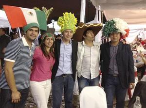 23092012 FESTEJO PATRIO.  Sergio, Montse, Gerardo, Tinajero y Jafet.