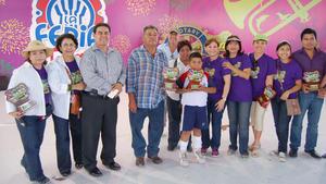 29092012 ROTARIOS  entregaron reconocimientos a las personas que realizaron donaciones para los pequeños que se vieron beneficiados con el programa 'Tres mil sonrisas'.