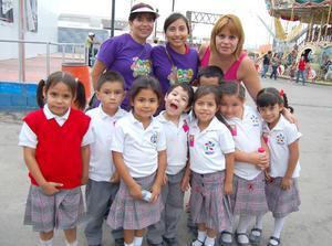 29092012 CHEPIS  de Pérez y la reina de la Feria Torreón Marcela I junto a la profesora y alumnos del Hecat.