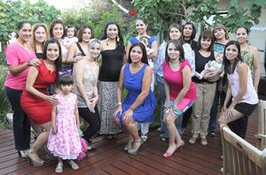 29092012 FIESTA DE CANASTILLA.  Silka Guerrero Gutiérrez lució acompañada de familiares y amigas, asistentes a su recepción.