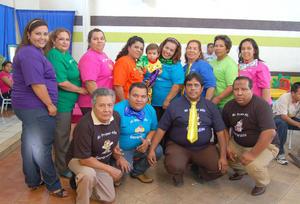 29092012 CUMPLEAñOS. J esús Gerardo Ayabar, en compañía de sus familiares.