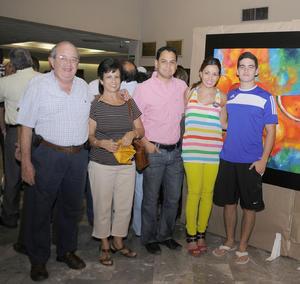 28092012 JOAQUíN  Echávez, Olga de Echávez, Mario Murguía, Ana Verónica Echávez y Rodrigo Echávez.