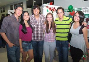 28092012 DISFRUTARON UNA GRAN NOCHE MEXICANA.  Juan Carlos, Andrea, Rafael, Mariely, Edmundo y Cristina.