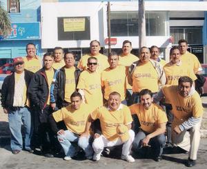 30092012 CONVIVENCIA.  Exalumnos de la PVC durante su más reciente reunión.
