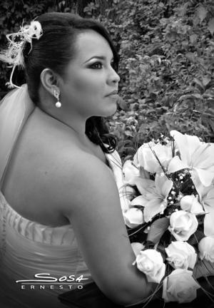 SRITA. FABIOLA Hernández Montoya, el día de su boda con el Sr. José Luis Ramírez González.- Studio E. Sosa