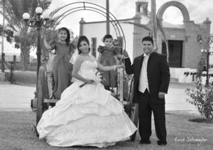 SRITA. ADRIANA YADIRA Treviño Herrera y Sr. Francisco Javier Álvarez Cuevas, acompañados de sus hijas Rebeca Sofía y Eva Margarita Álvarez Treviño.- Érick Sotomayor Fotografía