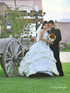 Srita. Adriana Yadira Treviño Herrera y Sr. Francisco Javier Álvarez Cuevas, contrajeron matrimonio el día 25 de agosto, a las 19:30 horas en la Parroquia de la Quinta de la Hacienda los Ángeles.