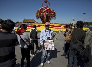 En toda la ciudad de Hong Kong, una de las que mejor preservan las tradiciones en China, se pueden presenciar celebraciones comunitarias en forma de carnavales, exhibiciones de farolillos, exposiciones y espectáculos tradicionales