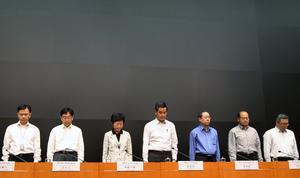 Siete miembros de la tripulación de los dos barcos de pasajeros implicados en el accidente han sido detenidos, informó el principal responsable de seguridad hongkonés.