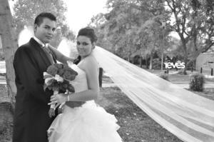 ALFREDO Gutiérrez Torres y Angélica Romero Rodríguez, el día de su boda.- Revés Estudio