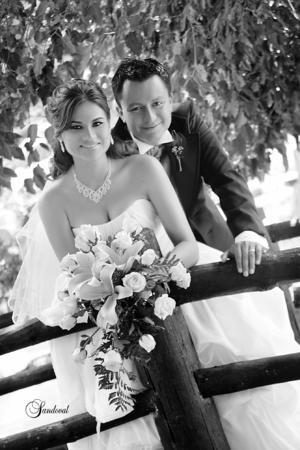 LIC. LIZETH Alejandra Martínez Méndez, el día de su boda con Lic. Omar Esau Perales Bueno.- Sandoval Fotografía