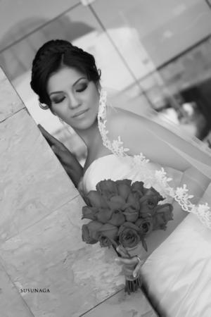 SRITA. ANA LAURA Ortiz Gutiérrez, en una fotografía de estudio el día de su boda.- Susunaga