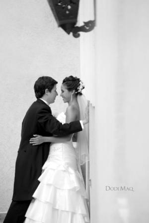 SRITA. LORENA Tort Ríos unió su vida a la del Sr. Ángel Gabriel Barrera Atilano, el día 28 de julio de 2012, a las 19:00 horas en Centro Saulo; mientras que la recepción tuvo lugar en el Hotel El Fresno, Galerías.