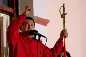 """Hugo Chávez, calificó su victoria en las urnas de """"perfecta"""", felicitó a la oposición por haberla reconocido y le pidió a Dios que le de vida y salud."""