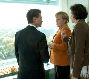 El presidente electo de México agradeció a la canciller federal su hospitalidad en su visita por Alemania, con la que da inició su segunda gira internacional de trabajo por Europa.