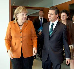 Tras un encuentro de 45 minutos con la gobernante germana, Peña Nieto reconoció que México necesita ampliar su participación en esta materia, en donde Alemania es líder mundial, y se pronunció por alentar el libre comercio a fin de que haga posible la presencia de productos mexicanos en otros países.