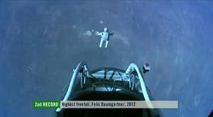 El salto fue transmitido en vivo a través del Internet con imágenes captadas por unas 35 cámaras desde de superficie de la tierra así como otras colocadas en el interior y el exterior de la cápsula en la que Baumgartner hizo el ascenso de dos horas 36 minutos.