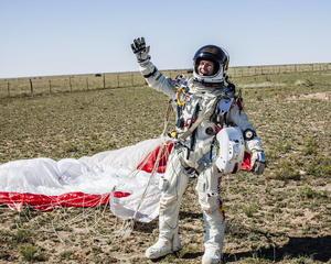 El deportista austríaco Felix Baumgartner ha superado la velocidad del sonido en su caída libre desde 39,045 metros de altitud, al alcanzar una velocidad máxima de 1,342 kilómetros por hora (Mach 1.24), según los datos de la misión.