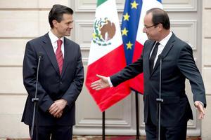 """El presidente francés Francois Hollande que acordó con el presidente electo de México, Enrique Peña Nieto, """"impulsar y reactivar"""" las relaciones entre México y Francia."""