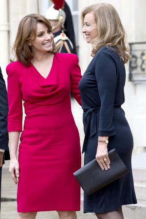 El próximo presidente de México y el mandatario francés posaron para las cámaras al igual que sus respectivas compañeras y luego se internaron en la casa presidencial.