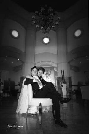 LIC. JUAN PABLO Soto González y Lic. Mayra Cecilia Flores Martínez, el día de su boda.- Érick Sotomayor Fotografía.