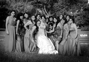 SRITA. YASMÍN Elizabeth Castañeda Esparza, acompañada de sus damas de honor el día de su boda.- Estudio Revés.