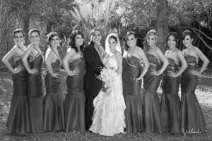 MALÚ Favela Murillo y Jorge Alonso Acosta Ramírez, el día de su boda, acompañados por las damas de honor.- Sepúlveda Fotografía