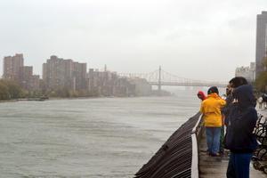 """El huracán """"Sandy"""" amenaza la región más poblada de Estados Unidos, en la costa Este, con 50 millones de habitantes."""