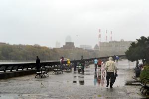 """El huracán """"Sandy"""", que está previsto que toque tierra en Nueva Jersey, puede ser uno de los diez más costosos en la historia de EU, según los cálculos de diversos expertos."""