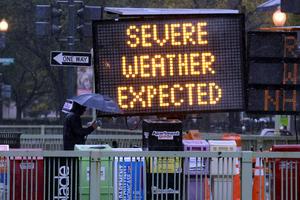 'Sandy' ha dejado ya a unas 165 mil personas sin electricidad en los estados de Nueva York, Nueva Jersey y Connecticut.
