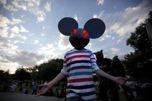 Además de personajes de terror, también se pudieron apreciar disfraces de algunas estrellas como el famoso productor deadmau5.