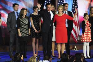 Asimismo, Romney agradeció el apoyo de sus partidarios, a su esposa y a su candidato a la Vicepresidencia, Paul Ryan, por el esfuerzo durante el proceso electoral.