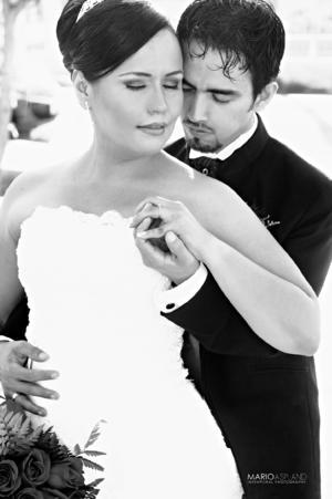EL DÍA de su boda la Lic. Catalina Estrada Gómez y Lic. Jonathan Édgar Zapata Pérez.- Mario Aspland Fotografia