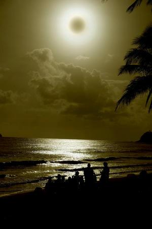 El último eclipse de sol que se vio en Australia fue el 4 de diciembre de 2002 cuando la localidad de Ceduna, en el sur del país, se sumergió en tinieblas y este evento no se repetirá en la isla-continente hasta el 2028.