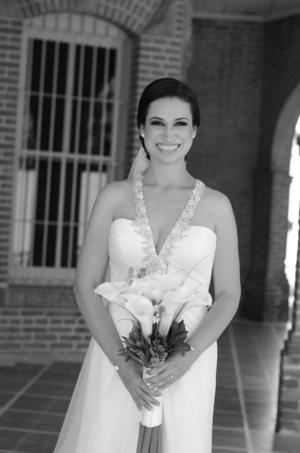 DRA. Elizabeth Ramírez Cooremans el día de su boda con el Dr. Felipe de Jesús Tabares García.- Katia Herrera Fotografía