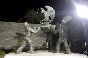 La Plaza al Servicio de la Patria, fue construida para rendir altos honores a militares caídos del Ejército, la Armada y la Fuerza Aérea que participaban en la lucha contra la delincuencia organizada.
