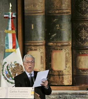 Vargas Llosa recordó su relación con Carlos Fuentes, al que conoció en México en 1962 cuando el autor hispano-peruano trabajaba como periodista de una cadena de radio y televisión francesa.