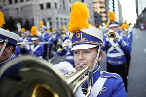 En otras ciudades, la celebración incluye también bandas marciales, globos con personajes infantiles y espectáculos musicales. Chicago, Filadelfia y Detroit son algunas de las ciudades grandes con desfiles alusivos. (AP)