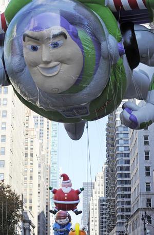 Al tradicional Desfile de Macy's, asisten más de tres millones de espectadores y es seguido por 50 millones de telespectadores. (AP)